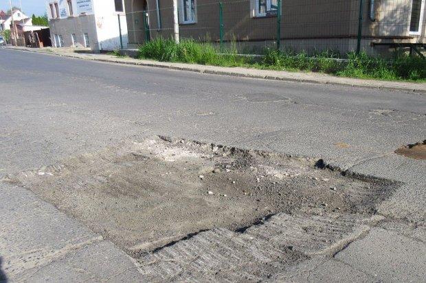 Największe dziury w drogach robią drogowcy z powiatu