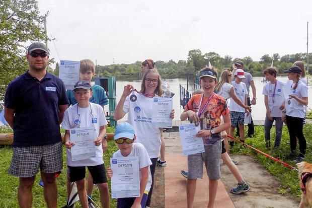 Młodzi żeglarze z Bolesławca rozpoczęli starty w regatach. Z sukcesami!
