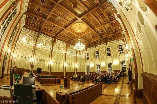 Obejrzyj zabytkową salę Sądu Rejonowego w Bolesławcu
