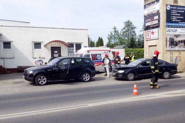 Wypadek na krzyżowce Masarska–Zgorzelecka. 2 osoby ranne