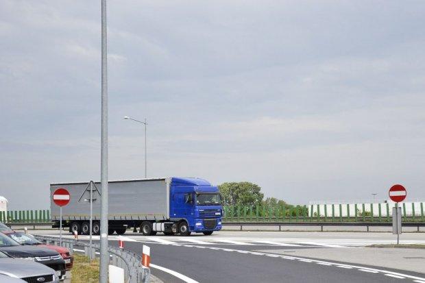 Uwaga! Od jutra na A4 dodatkowe zakazy wyprzedzania dla ciężarówek