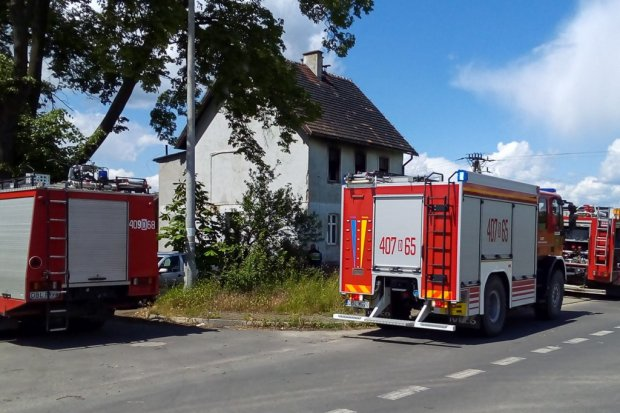 Pożar domu w Tomaszowie Bolesławieckim – 1 osoba ranna