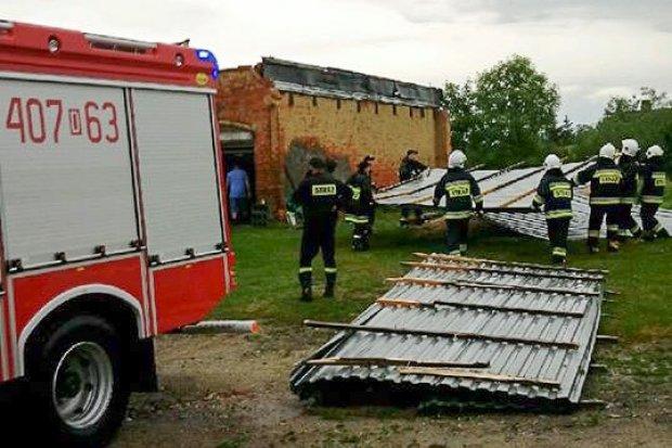 Nawałnica uszkodziła dach budynku w Raciborowicach