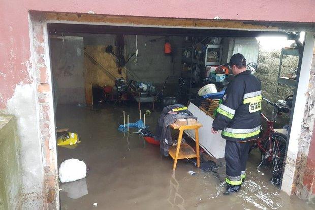 Potop na posesji mieszkańca Nowogrodźca przy każdej większej ulewie