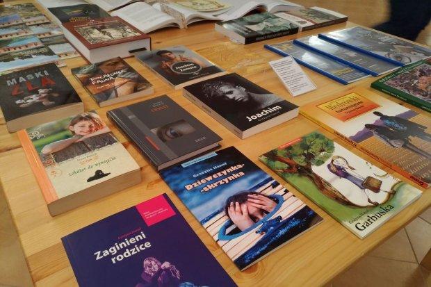 Książki istotne.pl na wystawie absolwentów I Liceum Ogólnokształcącego