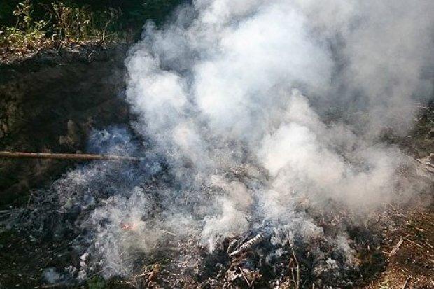Spalał śmieci na swojej posesji, zadymił całą okolicę
