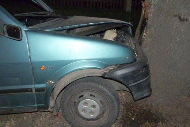 Po pijaku i po narkotykach rozbił Fiata. Przed policją schował się w… szafie