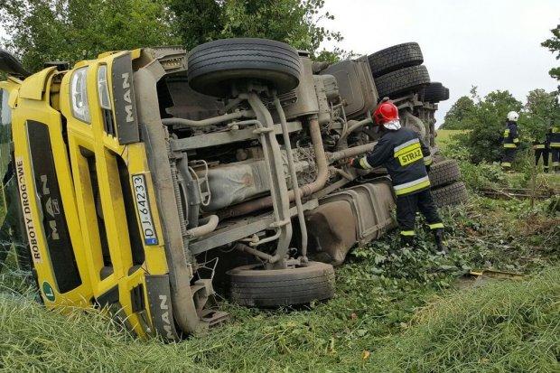 Ranny kierowca po wypadku ciężarówki w Ocicach
