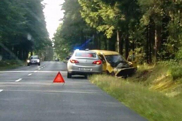 Kolizja na Modłowej i samochód w rowie na trasie Bolesławiec – Osiecznica