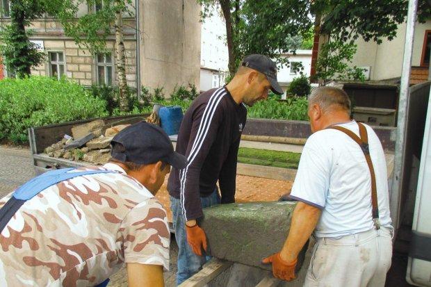 Ruszyła konserwacja rzeźb z lapidarium bolesławieckiego muzeum