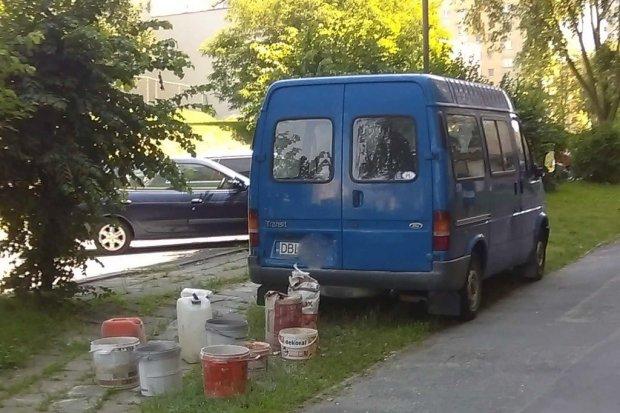 """Łukasiewicza: """"Traktują trawnik jak plac budowy"""""""