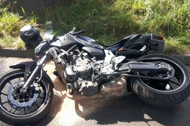 Motocykl zderzył się z osobówką, 40-latek ranny