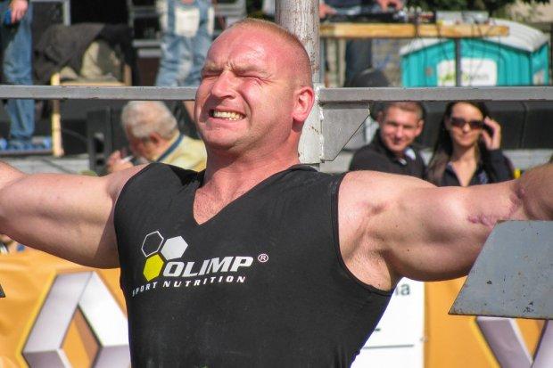 Znany strongmen i zawodnik MMA Tyberiusz Kowalczyk na Dniach Nowogrodźca