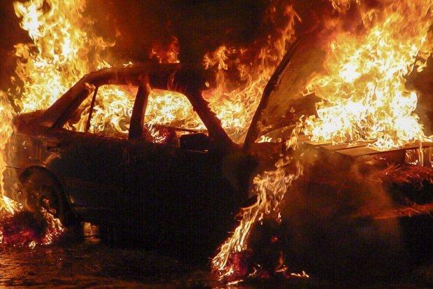 Ktoś podpalił Audi na angielskich blachach przy Górnych Młynach