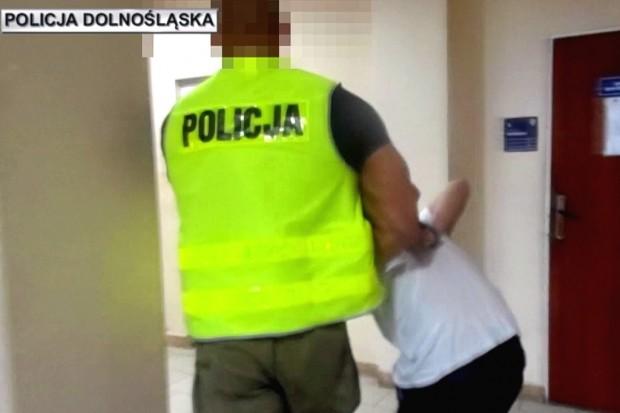 Zobacz wideo z aresztowania nożownika, który groził pod Galerią