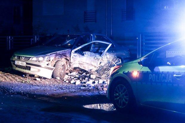 Nocny pościg w centrum za pijanym młodym kierowcą