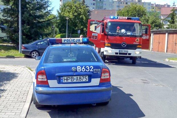 Akcja strażaków: pijany mężczyzna zaprószył ogień