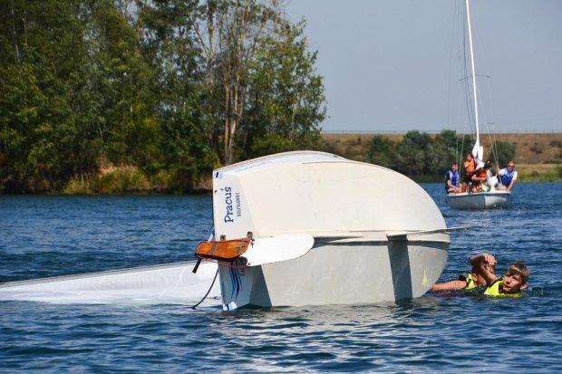 Wywracali i stawiali łódki na Krępnicy