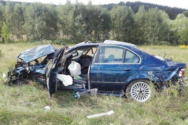 Wypadek na krajowej 30. Dwie osoby ranne, 66-latek ciężko