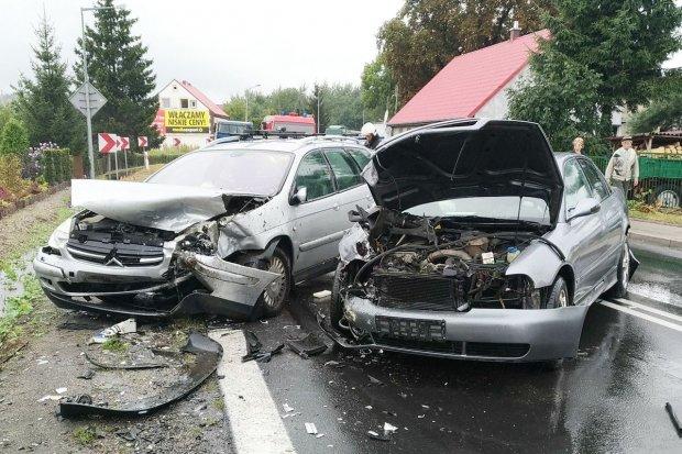 Trzy osoby ranne po zderzeniu trzech aut w Kruszynie