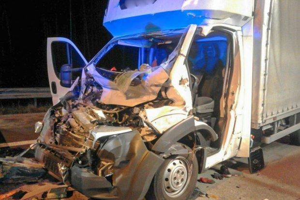 Nocny wypadek na A4. Kierowca busa ranny