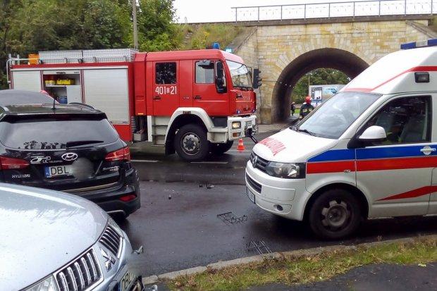 Wóz strażacki zderzył się z Hyundaiem. Dwie osoby ranne