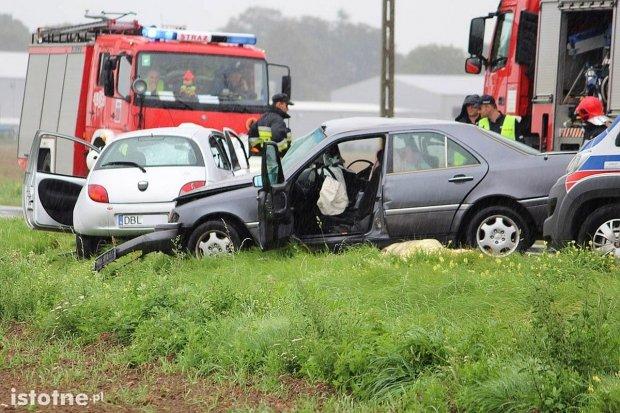 Śmiertelny wypadek między Łaziskami a Wartą. 61-latka zginęła na miejscu