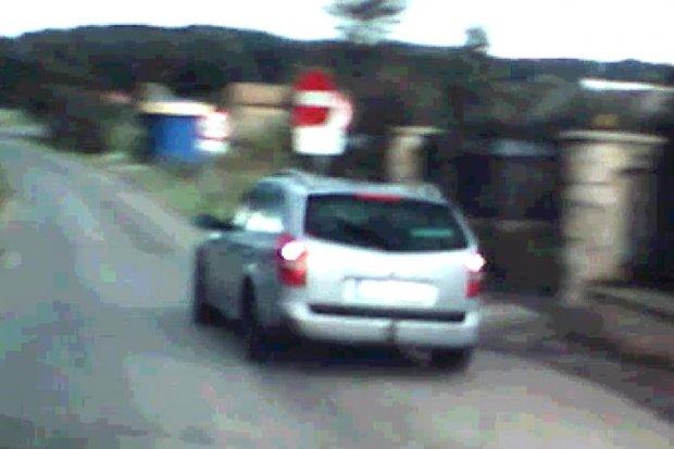 Kierowcy łamią przepisy na krzyżówce w Suszkach