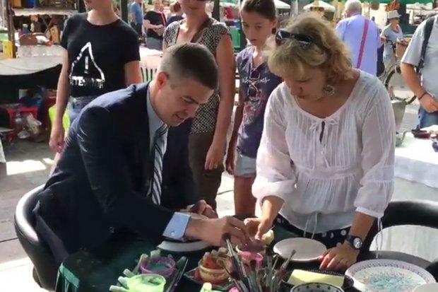 Konsul Generalny USA odwiedził stoisko Ceramiki Artystycznej w Krakowie