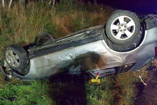 Wypadek na krajowej 30. Dwie osoby ranne