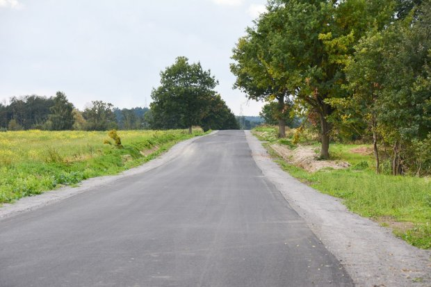 Kolejny odcinek drogi Gierałtów–Czerna odremontowany