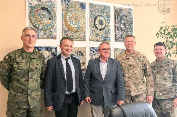 Nowa zmiana żołnierzy US Army w bolesławieckim ratuszu