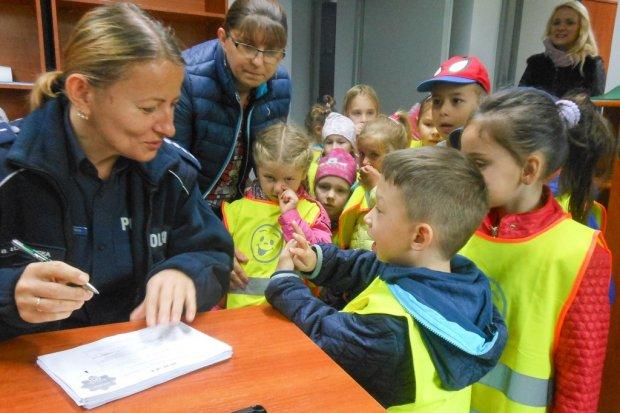 Dzieci z przedszkola w Osiecznicy poznały zawód policjanta