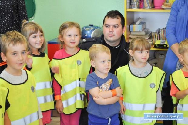 Dzielnicowi odwiedzili przedszkolaków