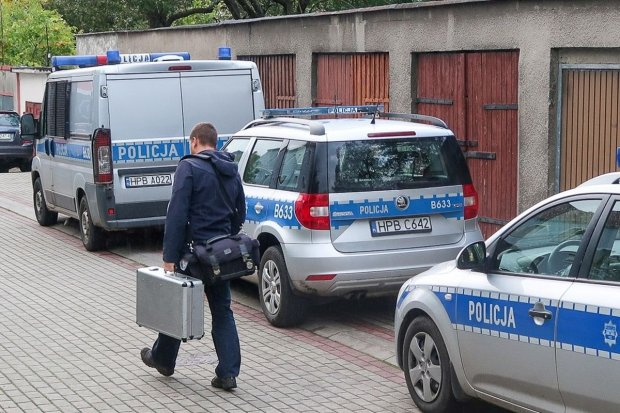Szczegóły dramatu na Spokojnej: dźgnął matkę nożem i zabił jej konkubenta