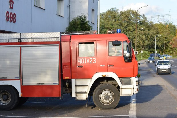 Ewakuacja na Prusa. Ktoś podpalił drzwi