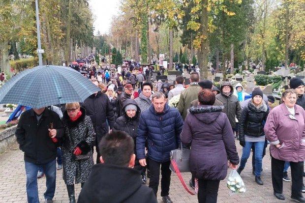 Tysiące ludzi odwiedziło bolesławiecki cmentarz