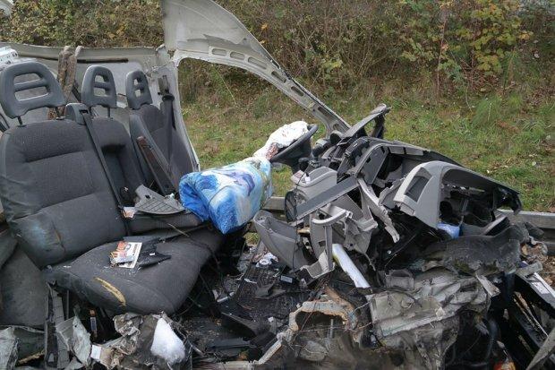 Wypadek bolesławieckiego busa w Niemczech. 22-letni kierowca ciężko ranny