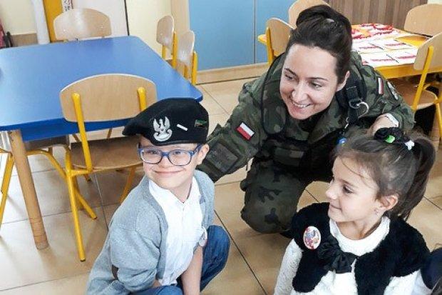 Żołnierze w Akademii Rozwoju w Tomaszowie