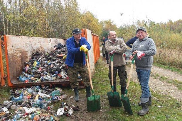 Wędkarze posprzątali w Trzebieniu Małym