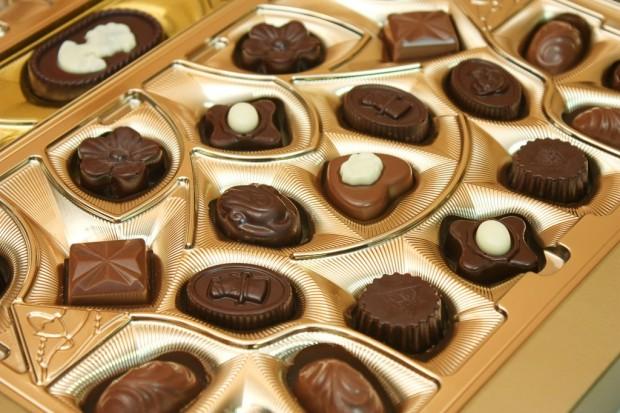 Nie chciał oddać skradzionych czekoladek. Pobił ochroniarza