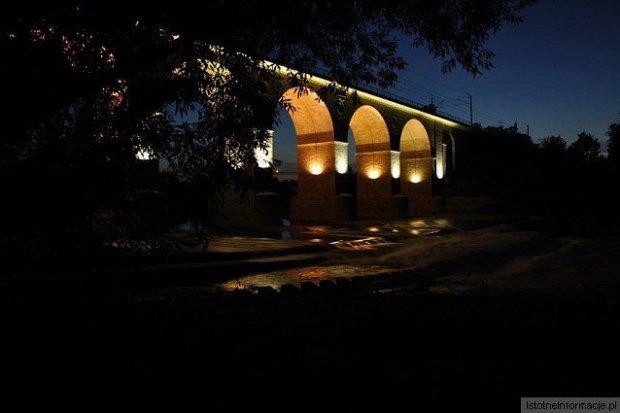 Wybrakowana iluminacja wiaduktu