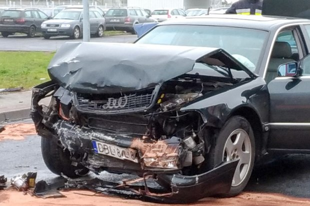 Wypadek na ul. Modłowej, zderzyły się dwa auta