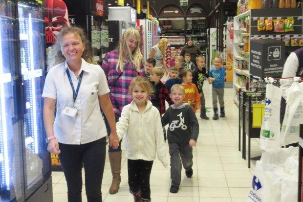 Sześciolatki z Tomaszowa odwiedziły Carrefour Bolesławiec