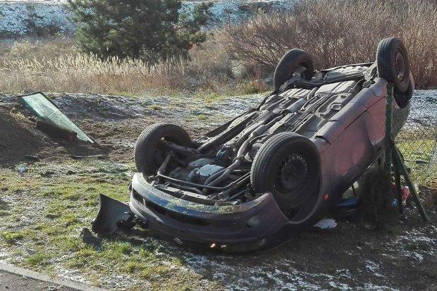 Wypadek w Starej Olesznej. Pijany kierowca dachował