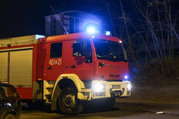 Pożar pod mostem na Mostowej, jedna osoba poszkodowana