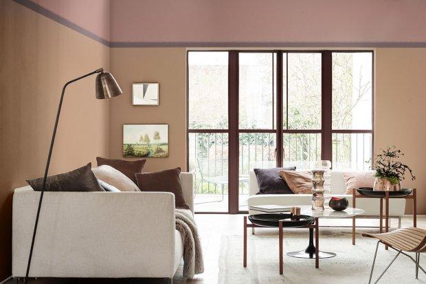 Przytulny salon z Dulux Kolorem Roku 2018 – Różowy a brąz