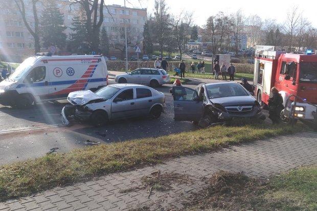 Wypadek na krzyżówce Podgórna–Wojska Polskiego. Dwie osoby ranne