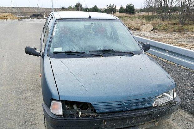 Pijany kierowca bez prawa jazdy uciekał przed policją