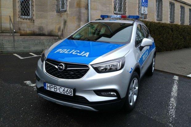 Policjanci dostali nowy radiowóz od wójta Warty